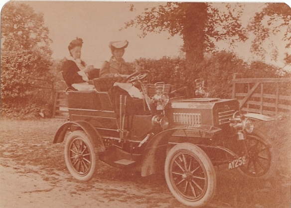 Clyde car 2 cylinder, White & Poppe engine - EG and friend unknown