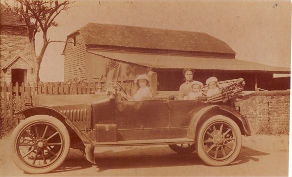 Hupmobile 1913 - passengers unknown