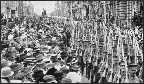 THE MARCH THROUGH PERTH - 3rd June, 1915 - The crowd in St George's Terrace